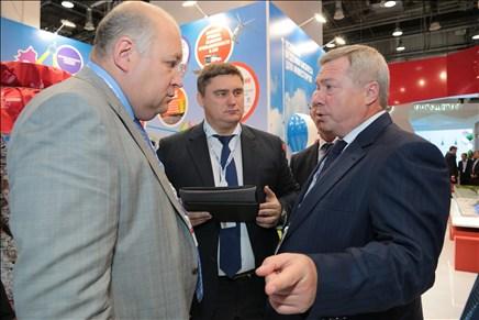 Донской губернатор представил премьеру РФ экспозицию Ростовской области на «Сочи-2014»