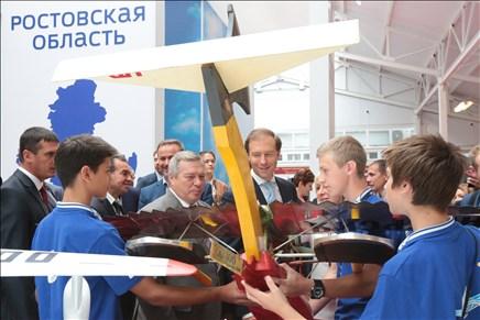 Василий Голубев рассказал Денису Мантурову о реализации соглашения по созданию вертолетостроительного кластера