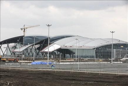 Запуск аэропорта Платов обсудили в столицеРФ Василий Голубев иВиктор Вексельберг