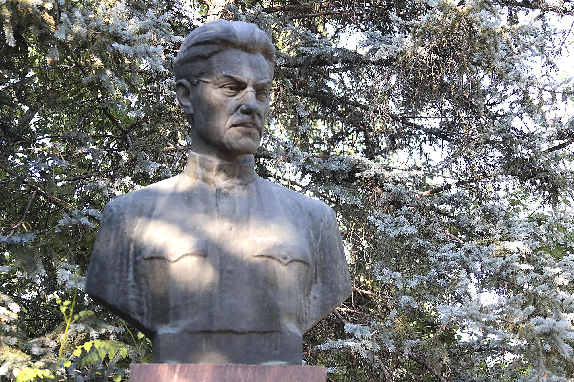 Памятник В.А.Закруткину
