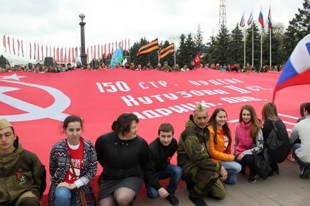 Ростову подарили 200-метровое Знамя Победы
