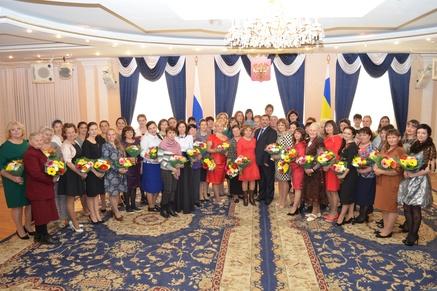 НаДону зазаслуги ввоспитании детей наградили 50 многодетных матерей