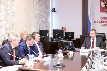 Руководителя всех субъектов ЮФО прибыли вРостов